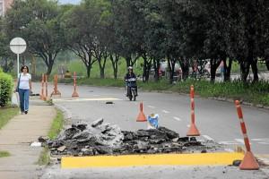 En el mismo tramo vial se adelantan obras de recuperación del pavimento.