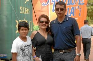 David Santiago Grimaldo, Julie León y Fredy Grimaldo.