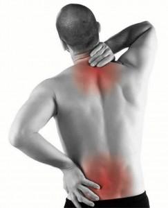 """""""Pararse, sentarse, caminar y sobre todo, fruncir el estómago o contraerlo a la hora de estar sentados son algunas de las recomendaciones para evitar los dolores lumbares""""."""