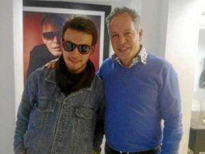 César con Hernán Zajar, uno de las figuras públicas que participa en 'Adopta un secuestrado'.