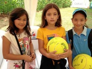 María Paula Ramírez Murcia estudiante del New Cambridge School y sus amigas en el torneo de tenis.