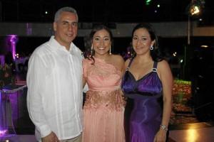 Carlos Alberto Pinto Hernández, Paula Pinto y Aida de Pinto.