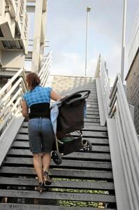 Las mujeres embarazadas, con hijos pequeños, los discapacitados y las personas de la tercera edad son los más afectados.