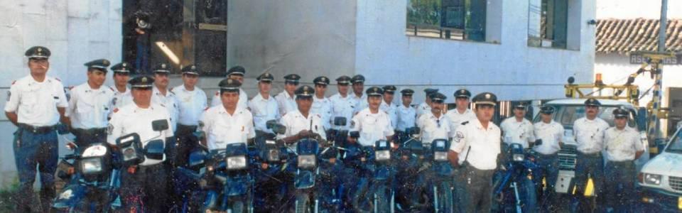 Equipo de la Dirección de Tránsito de Floridablanca alrededor de 1993. Suministrada / GENTE DE CAÑAVERAL