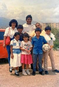 Mario Pinzón Flórez con su difunta esposa y sus hijos en 1986. Suministrada / GENTE DE CAÑAVERAL