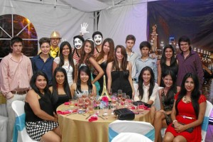 Paola Alejandra acompañada de algunos de sus amigos.