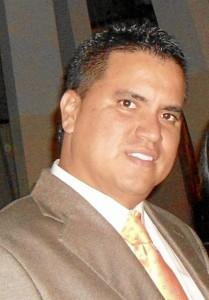 (José Torres).