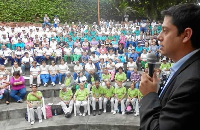 Ante miles de asistentes el alcalde Néstor Díaz le pidió a la Lotería que le alquile el escenario para no sacar a los adultos. Suministrada / GENTE DE CAÑAVERAL
