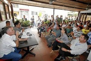 Néstor Díaz, alcalde de Floridablanca, aceptó la invitación de la comunidad y estuvo acompañado de algunos miembros de su equipo de gobierno.