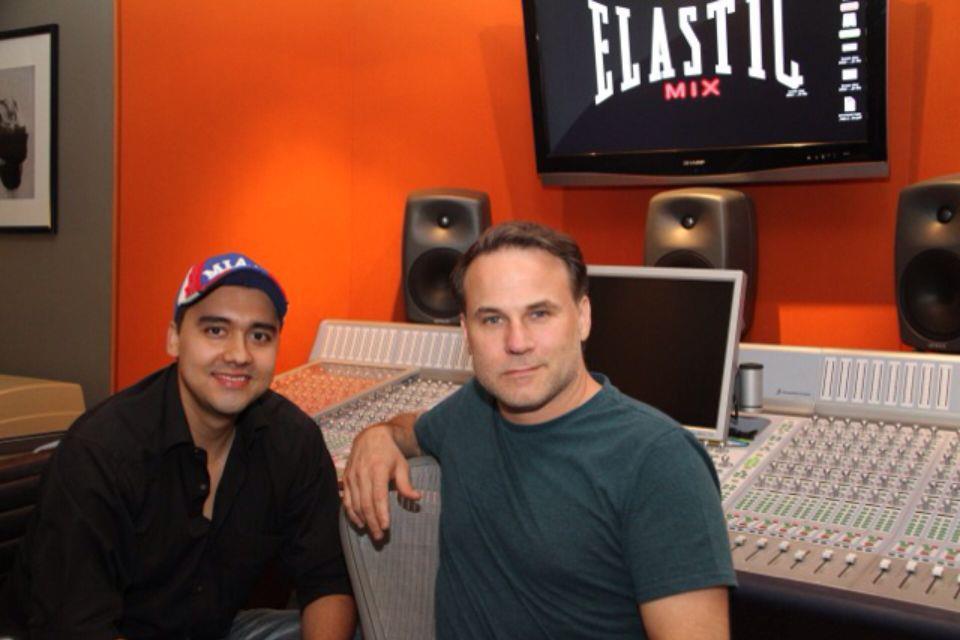 Édgar Jaimes junto a Gustavo Celis en su estudio de grabación en EE.UU. Foto Suministrada / GENTE DE CAÑAVERAL