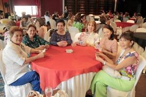 Gladys de Carrizosa, Cecilia de López, Sofía Uribe de Gonzáles, Rosalba Arias de Martínez, Marina Verdore Lafaurie y Martha Rodríguez.
