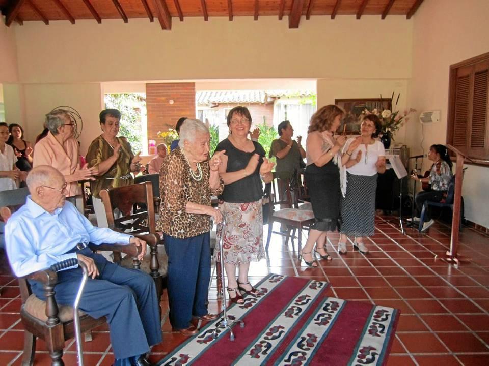 En la celebración de su cumpleaños número 102  se celebró una Eucaristía en acción de gracias por su vida y un almuerzo especial en el que la acompañaron sus familiares y seres queridos.