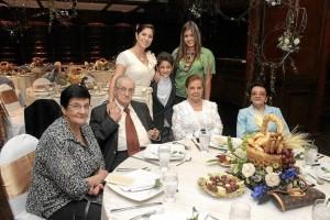 Claudia Mendoza, Nicolás Niño, Alejandra Mendoza, Zoraida Mendoza, José Luis Mendoza, Cenilde de Mendoza y Ligia Mendoza.