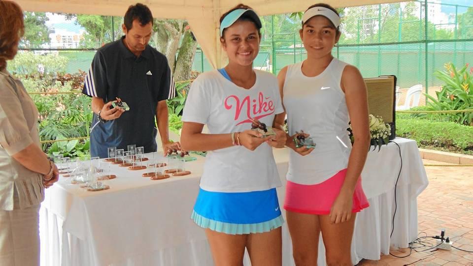 Mariana Álvarez Rueda y Melisa Ariza subcampeonas de Santander en la categoría 16 años simples.
