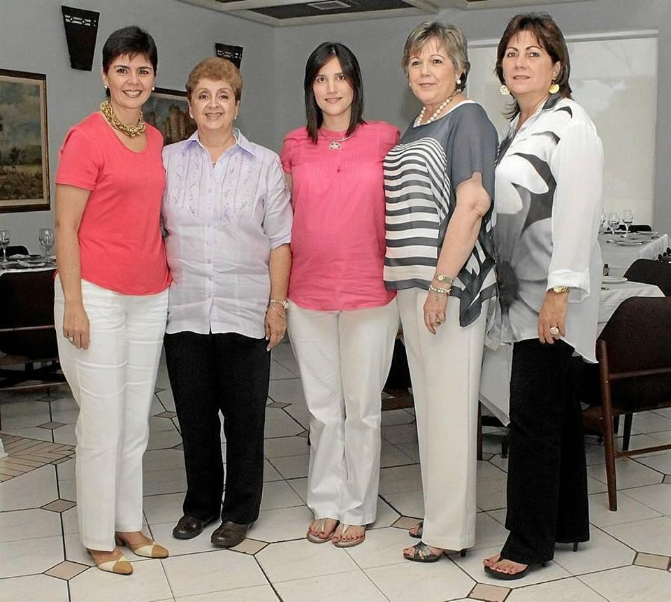 Adriana María Serrano, Luz Stella Ossa de Serrano, Lina María Barreneche, Clemencia Serrano y Elsa María Serrano