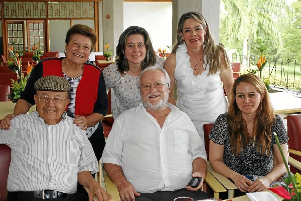 Gabriel Vargas, Alonso Rey, Lucía Rey,Eve de Vargas, Liliana Rey y Martha de Rey.