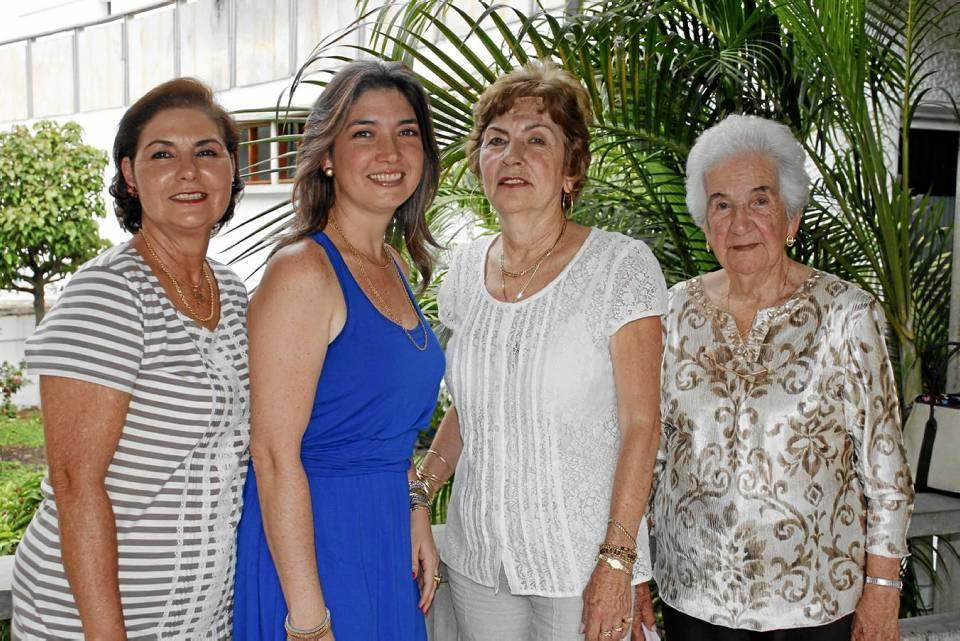 Mariela Serrano de Rojas, Mariela Rojas de Mantilla, Elsa Serrano de Prada y Aura Prada de Serrano.