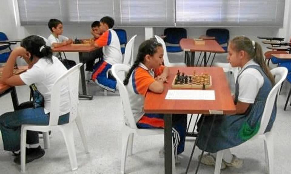 Los estudiantes lucieron tranquilos y concentrados durante las competencias.