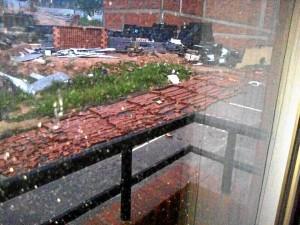 La tormenta del domingo tumbó este muro