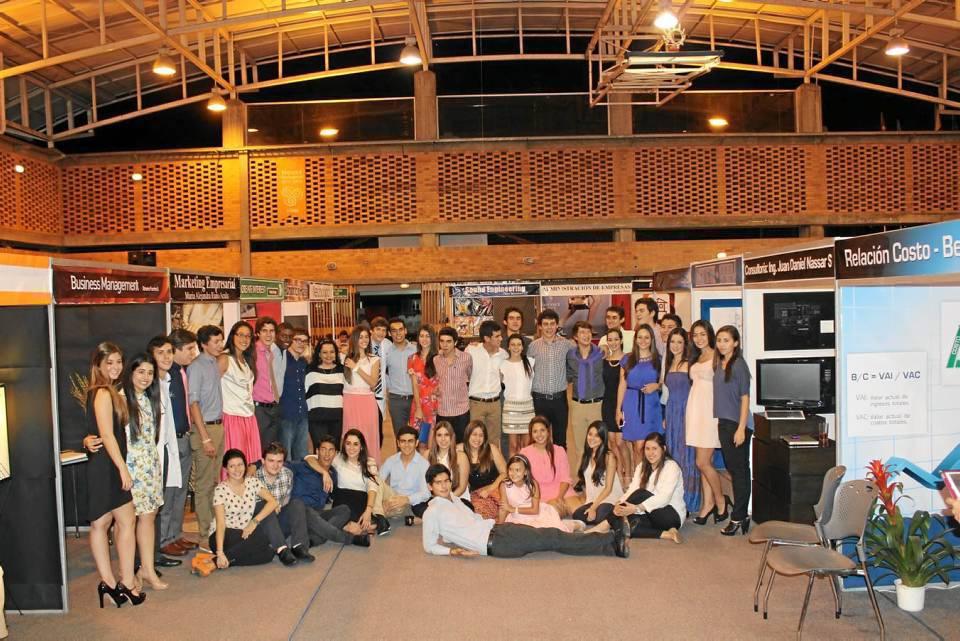 Este es el grupo completo de estudiantes de grado 12 del colegio Panamericano.