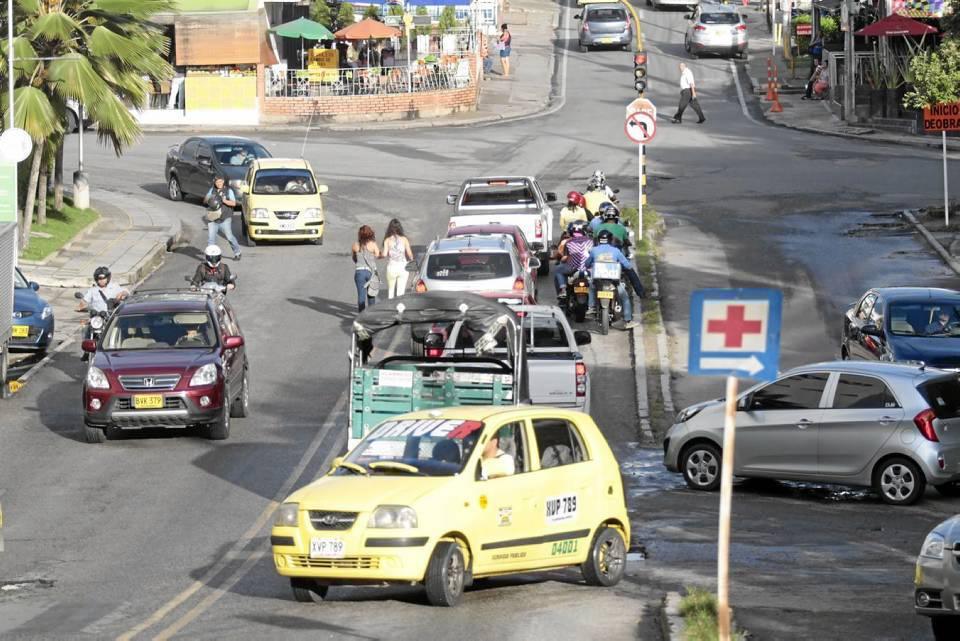 Dia normal-Carrera 25 junto al CAI La Pera.