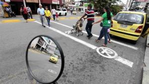 Muchas personas se han quejado, durante todo el año, de lo peligroso que resulta este cruce a cualquier hora del día. - Mauricio Betancourt / GENTE DE CAÑAVERAL