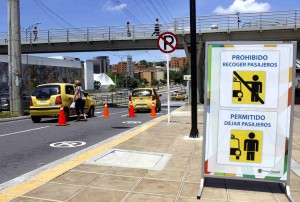 El corredor vial se debe usar para dejar pasajeros, mas no para estacionar