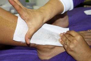 Algunos especialistas no recomiendan esta práctica porque con el tirón de la cera se pueden afectar algunos ganglios