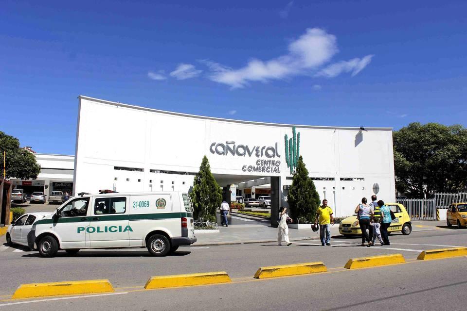 El Centro Comericial Cañaveral fue el primero en abrir sus puertas al público. Hoy día sigue siendo líder a nivel comercial