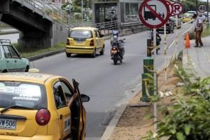 En medio de la actividad no faltó el conductor imprudente que paró sobre la zona prohibida. La DTTF espera la colaboración de la comunidad.  - Javier Gutiérrez / GENTE DE CAÑAVERAL