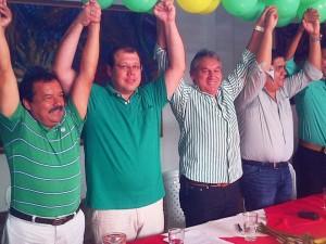 El congresista Rodrigo Romero (tercero) y demás representantes de Alianza Verde estuvieron durante la adhesión a Carlos Roberto Ávila. - Suministrada / GENTE DE CAÑAVERAL