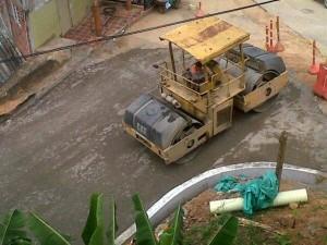 La maquinaria pesada que se usa en la obra está generando molestias a los vecinos de la transversal.  - Imagen Suministrada / GENTE DE CAÑAVERAL