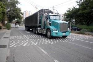 Los carros de carga pesada, en muchos casos, pasan estas señales por encima de los límites de velocidad establecidos.  - Javier Gutiérrez /GENTE DE CAÑAVERAL
