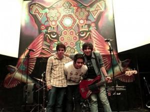 Estos tres jóvenes le han apostado a la música mientras comienzan sus estudios en la universidad.  - Imagen suministrada / GENTE DE CAÑAVERAL