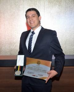 Sergio Andrés Higuera Leal, es un joven médico que fue galardonado en Bogotá.  - Imegen suministrada/GENTE DE CAÑAVERAL