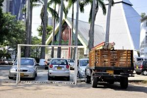 Ahora el escenario deportivo es un improvisado parqueadero.  - Laura Herrera/GENTE DE CAÑAVERAL