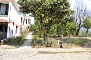 Las calles de Molinos Altos se han convertido en verdaderos campos de batalla por los 'parches' que llegan allí. - Laura Herrera/GENTE DE CAÑAVERAL
