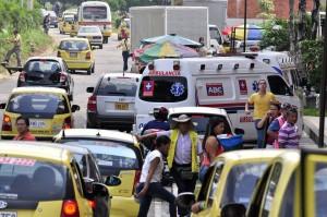 Los vehículos también están ocupando zonas donde no se pueden estacionar.  - Laura Herrera /GENTE DE CAÑAVERAL