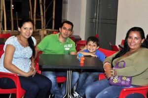 Nidia Medina, Alexander Jaimes, Santiago Jaimes y Greys Calderón.  - Laura Herrera /GENTE DE CAÑAVERAL
