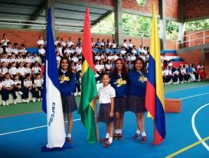 Las estudiantes se posesionaron en la segunda izada de bandera dela FCUIS.  - Suministrada/GENTE DE CAÑAVERAL