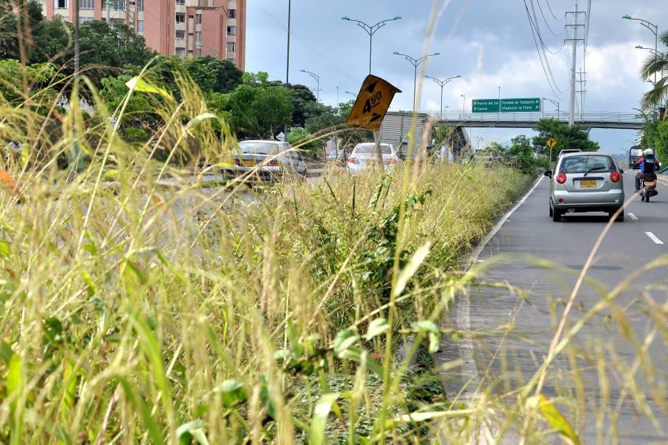 Así se ve el separador entre la autopista y la paralela oriental en cercanías a la estación Payador