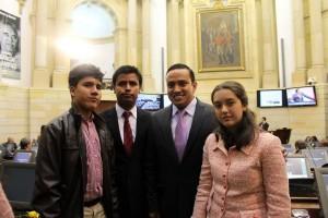 Carmen y Andrés presentaron su proyecto al Congreso. En la foto están acompañados por el senador Mauricio Aguilar, hermano del gobernador Richard Aguilar. - Suministrada /GENTE DE CAÑAVERAL