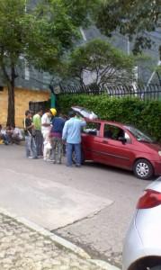 Suministrada/GENTE de CaÑAVERALEste es uno de los carros que, según los vecinos, genera caos en la ruta de acceso.