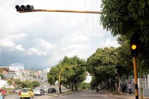 Este es el semáforo que está dañado. Según la DTTF será arreglado en los próximos días. - Javier Gutiérrez /GENTE DE CAÑAVERAL
