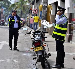 La labor de los agentes resulta decisiva en el control del tráfico en Cañaveral. - Archivo / GENTE DE CAÑAVERAL
