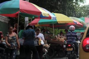 La comunidad sigue incómoda con los vendedores.  - Javier Gutiérrez/GENTE DE CAÑAVERAL