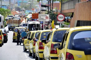 Según el comandante Chacón pueden estacionarse hasta seis taxis, dependiendo del tamaño de los mismos.  - Laura Herrera/GENTE DE CAÑAVERAL