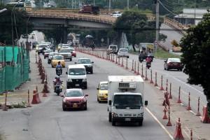 La utilización de estas colombinas en plena autopista lleva ya un buen tiempo, sin que se termine la obra.  - Javier Guitérrez/GENTE DE CAÑAVERAL