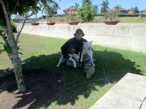 En las mañanas Medina llega a Ruitoque Condominio a entrenar varios perritos.  - Suministrada/GENTE DE CAÑAVERAL