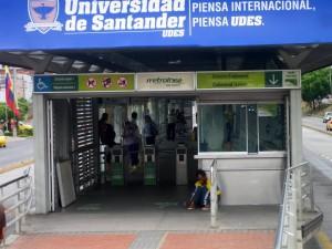 Mendigos en las estaciones de Metrolínea.  - Andrea Reyes/GENTE DE CAÑAVERAL